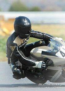 つや消しバイクでレース